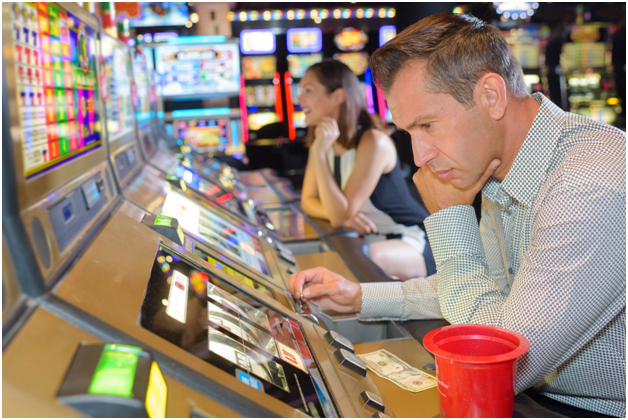 High and low bets on slot machines